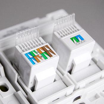(4)接线端子采用双板压线